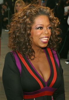 Me and Oprah - we have the same body, maybe I should just copy her hair styles. When she changes, I change! Permed Hairstyles, Party Hairstyles, Cute Hairstyles, Curly Hair Styles, Natural Hair Styles, Long Hair Extensions, Pin Up Hair, Vanity Fair Oscar Party, Tv Presenters