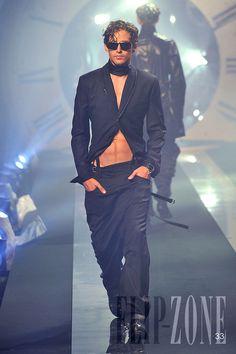 John Galliano - Menswear - Spring-summer 2011 - http://en.flip-zone.com/fashion/menswear/john-galliano-2067