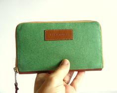 Handmade women's retro wallet // emerald green waxed-resined canvas with ecru zipper women wallet-gift for her-gift for him / aseismanos