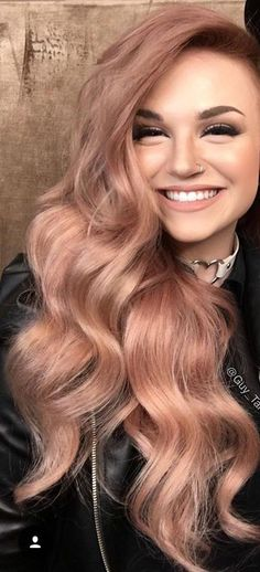 Rose gold hairstyles are cute, trendy and totally in right now! Here are some of the best rose gold hair styles around right now that are total hair goals! Curls Haircut, Cabelo Rose Gold, Cheveux Oranges, Gold Hair Colors, Gold Colour, Pastel Colors, Red Color, Hair Color And Cut, Rose Hair Color
