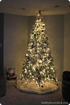 A flocked #Christmas tree...and hundreds of Christmas ideas  #christmastree