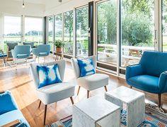 Deze accommodatie is een vakantieboerderij voor circa 20 personen in Hemelum, Friesland. Schitterend landelijk gelegen vlakbij IJsselmeer en rijsterbos.