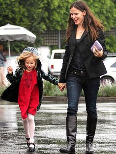 WEATHER GIRLS photo | Jennifer Garner, Violet Affleck