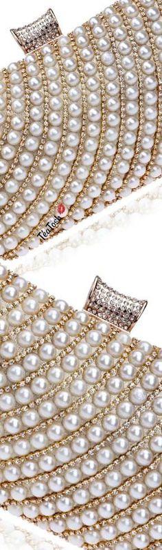 ❈Téa Tosh❈ Fancy Pearl Clutch #teatosh Gold Fashion, White Fashion, Handbag Accessories, Fashion Accessories, White Elegance, Pearl Cream, Girls Wear, Pearl Jewelry, White Gold