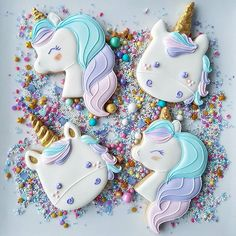 Decorated unicorn cookies decorated with royal icing and fondant. Some easy DIY unicorn cookies and many colorful, rainbow unicorn cookies! Fancy Cookies, Iced Cookies, Cute Cookies, Royal Icing Cookies, Sugar Cookies, Sugar Cake, Cupcake Birthday Cake, Birthday Cupcakes, Unicorn Sprinkles