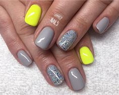 Neon yellow, grey nails with silver holographic glitter. Neon Yellow Nails, Yellow Nails Design, Grey Nail Designs, Neon Nails, Holographic Nails, Grey Gel Nails, Short Gel Nails, Silver Nails, Shellac Nails