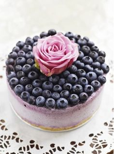Blueberry Ice Cream Cheesecake i don't want touch it! So galmour cake! Köstliche Desserts, Frozen Desserts, Frozen Treats, Dessert Recipes, Food Deserts, Cheesecake Ice Cream, Blueberry Cheesecake, Cheesecake Recipes, Blueberry Cake