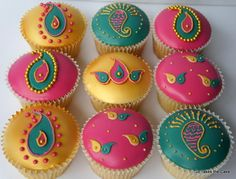 Cupcakes done to match Twin Indian Princesses theme birthday cake Indian Cake, Indian Wedding Cakes, Indian Sweets, Indian Party, Bollywood Cake, Bollywood Theme Party, Bollywood Fashion, Cupcake Birthday Cake, Cupcake Cakes