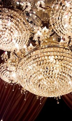 luxe chandeliers @Pascale Lemay De Groof