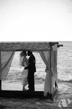 I think that there is something terribly romantic about destination weddings. Having your close friends and family near to celebrate your love in a tropical paradise? I will take it!
