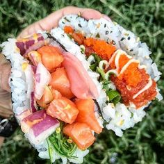 Sushi burgers and burritos are so last year, people. Our latest food hybrid obsession? Because why choose between your two favorite cuisines for Sushi Recipes, Seafood Recipes, Cooking Recipes, Healthy Recipes, Healthy Food, Sushi Taco, Sushi Burger, Sushi Sushi, I Love Food