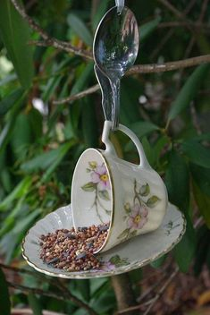 Flower Gardening For Beginners vintage tea cup bird feeder Garden Crafts, Garden Projects, Garden Ideas, Outdoor Projects, Diy Crafts, Teacup Crafts, Glass Garden, Gardening For Beginners, Yard Art