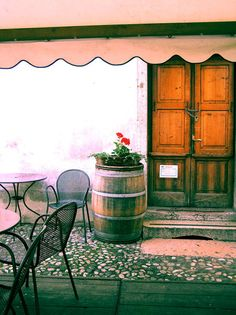 I love the Italian cafe feel
