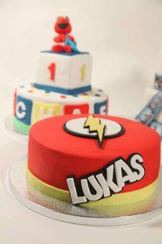 The flash cake Pastel del rayo Flash Birthday Cake, Flash Cake, Batman Birthday, 5th Birthday, Birthday Cakes, Mini Tortillas, Fondant, Superhero Birthday Invitations, Boy Printable
