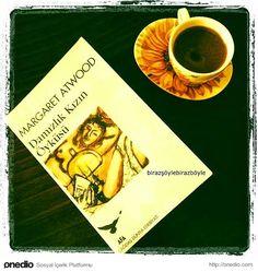 Damızlık Kızın Öyküsü - Margaret Atwood Books To Buy, Books To Read, The Sky Is Everywhere, Good Books, My Books, Atticus Finch, Best Book Covers, The Secret Book, Margaret Atwood