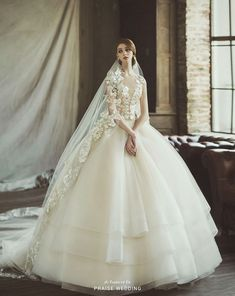 71 Elegant White Wedding Dresses The wedding dress is filled with delicately feminine details. Which is irresistibly romantic bridal collection features elegant wedding dresses. Pretty Wedding Dresses, Wedding Dress With Veil, Amazing Wedding Dress, Wedding Dresses 2018, Elegant Wedding Dress, Bridal Dresses, Perfect Wedding, Wedding White, Dresses Dresses