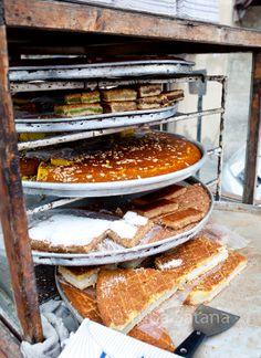 street food, middle eastern desserts, Beirut, Lebanon; photo: Tuba Şatana