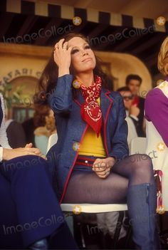 mary tyler moore 1971 - were time for being sexy and some interesting color combinations 60s And 70s Fashion, Retro Fashion, Vintage Fashion, Fashion Black, Fashion Fashion, Fashion Ideas, Vintage Hollywood, Classic Hollywood, Vintage Tv