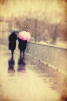 a walk in the rain with my love, like everybody we had sunny & rainy days. Makes us gratefull and stronger. Rain is not always bad, it can wash things way