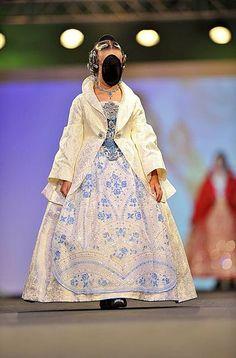 Fòrum Faller Independent - I Desfile Infantil de Indumentaria Valenciana - Abans mortes que senzilles Raincoat, Prado, Jackets, Steampunk, Fashion, Barbie Clothes, Templates, Vestidos, Gothic Clothing