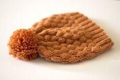 Hunajanvärinen kuplaneulepipo 7 Veljestä -langasta valmistuu nopeasti sukkapuikoilla. Sisältää ilmaisen ohjeen!