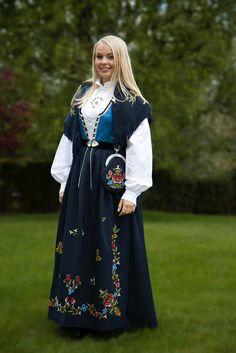 Konfirmanten vår! | Flickr - Photo Sharing! Rogalandsbunad, Jelsabunad Folk Costume, Costumes, Norse Clothing, Ethnic Fashion, Traditional Dresses, Beautiful People, Fashion Outfits, Model, How To Wear