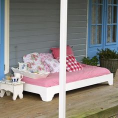 I love this day bed from Timzowood for a quick nap or to lounge.  source: Timzowood.nl