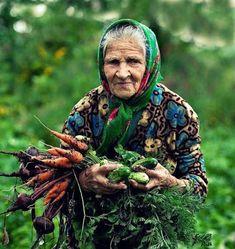 Beautiful babushka with her garden wares. We Are The World, People Around The World, Around The Worlds, Baba Yaga, Old Faces, Foto Art, Belle Photo, Old Women, Wise Women