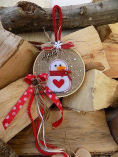 Felt Christmas Decorations, Christmas Wreaths To Make, Felt Christmas Ornaments, Handmade Ornaments, Christmas Items, Christmas Wishes, Christmas Art, Handmade Christmas, Embroidery Hoop Crafts