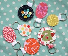 FABRIC SCRAP KEY RINGS Craft Fair? #BuyFabricOnline Diy Projects To Sell, Crafts To Make And Sell, Diy Sewing Projects, Scrap Fabric Projects, Fabric Scraps, Quilting Fabric, Handmade Crafts, Diy Crafts, Upholstery Fabric Online