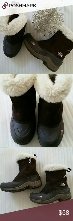 THE NORTH FACE SNOW BOOTS In pre loved excellent condition.  Brown. Size 5. The North Face Shoes Winter & Rain Boots