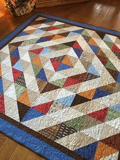 best Ideas for patchwork blocks half square triangles fat quarters Half Square Triangle Quilts Pattern, Charm Square Quilt, Half Square Triangles, Triangle Quilt Tutorials, Scrappy Quilts, Easy Quilts, Patchwork Quilting, Quilting Projects, Quilting Designs