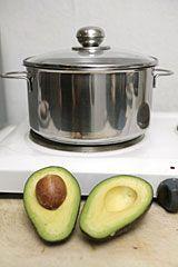 Erfrischende Avocadosuppe - Die Techniker Krankenkasse hat ein tolles Suppen-Rezept für eine leichte Mahlzeit.