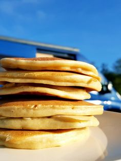Do you fancy really thick, soft, fluffy American P Habt Ihr Lust auf richtig dicke, weiche, fluffige American Pancakes? › kochen-und-backen-im-wohnmobil. A simple recipe without a scale! Perfect for camping. Clean Eating Recipes, Clean Eating Snacks, Healthy Recipes, Pancake Healthy, Valeur Nutritive, Fluffy Pancakes, Salty Cake, Savoury Cake, Original Recipe
