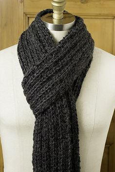 Last-Minute Mufflers Found this clasic scarf to knit for my one and only!