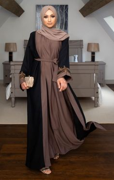 Buy our stunning black closed abaya with pretty gold pearl/lace detailing throughout. The abaya has an internal belt allowing instant tailoring to your own size, an impressive and striking abaya ideal for special occasions! Modest Fashion Hijab, Modern Hijab Fashion, Muslim Women Fashion, Islamic Fashion, Abaya Fashion, Fashion Outfits, Fashion Black, Fashion Fashion, Fashion Trends