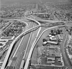 The completed 10-405 interchange in 1964. Courtesy of the Los Angeles Times Photographic Archive, UCLA Library.