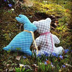 #zirbenzoo goes nature #kleinerkavalier #etsy #zirbenkissen #zirbentiere #zirbenpolster #zirbenbär #zirbenhase #weidling #klosterneuburg Dinosaur Stuffed Animal, Toys, Animals, Handmade Gifts, Cordial, Handarbeit, Animales, Animaux, Toy
