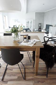 black ist back, interiortrend black, stilreichblogshome, homestory, Wohnzimmer schwarz einrichten, dekorieren, wohnen, einrichten, so leb ich,