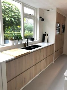 8 utensils for a detox kitchen! Kitchen Cabinets Before And After, Design Your Bedroom, Kitchen Gallery, Kitchen On A Budget, Kitchen Cabinetry, Cuisines Design, Modern Kitchen Design, Beautiful Kitchens, Kitchen Interior