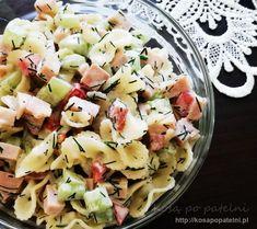 Świeża, dzięki ogórkowi i delikatna sałatka z makaronem i szynka konserwową. Dodatkowo papryka i koperek nadają wyraźnego smaku. Doskonała na wiosenne przyjęcia pod chmurką przy grillu. Sprawdza się również jako dodatek do innych dań. Można ją modyfikować na setki sposobów - bardzo wiosenna. Pasta Salad, Potato Salad, Potatoes, Ethnic Recipes, Food, Crab Pasta Salad, Potato, Essen, Noodle Salads