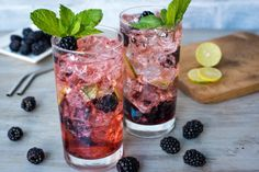 Our Blackberry Mint Mojito Cocktail recipe is an amazing backyard cocktail perfect for relaxing in the warm weather. Blackberry Mojito Recipes, Sangria Recipes, Tea Recipes, Lunch Recipes, Cocktail Recipes, Mint Mojito, Mojito Cocktail, Tequila, Frozen Peach Bellini