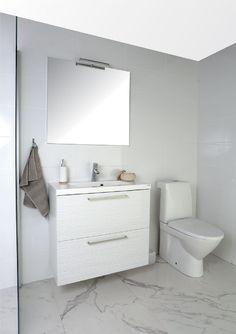 Allaskaapin himmäet aaltoraidat piristävät kylpyhuoneen vaaleanpuhuvaa ilmettä. Klikkaa kuvaa, niin näet tarkemmat tiedot!