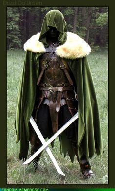 farmerownia's Drizzt cosplay from Forgotten Realms...ready to take on Quain'tana!
