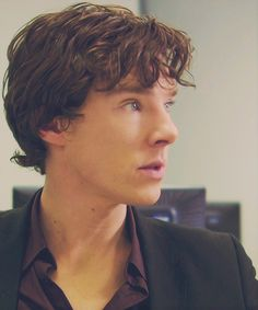 Pilot!Lock was adorable. Sherlock was so different - definitely more vulnerable and needy, rather than cold and calculating.... and the hair was freaking sexy..