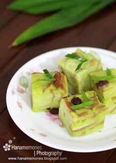 HaNa's FamiLy: Bingka Roti Kukus Pandan Sweet Sticky Rice, Resep Cake, Steamed Cake, Malaysian Food, Malaysian Recipes, Indonesian Cuisine, Traditional Cakes, Asian Desserts, Iftar