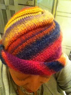 another knitting blog that covers both hand and machine knitting.  NO PATTERN