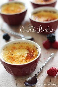 Creme Brûlée--Sometimes a small dessert is all you need! Try these decadent Creme Brulees for your next dinner party. this recipe is delicious and SO easy! One of THE BEST Creme Brûlées I have ever had! Brownie Desserts, Just Desserts, Delicious Desserts, Dessert Recipes, Yummy Food, Dessert Healthy, Think Food, Love Food, Eat Dessert First