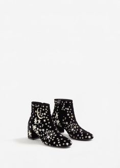 Stars embroidered ankle boots - f foBoots and ankle boots Woman MANGO United Kingdom Ankle Boots, Women's Boots, Black Boots, Pumps, Short Boots, Sock Shoes, Me Too Shoes, Ideias Fashion, Fashion Shoes