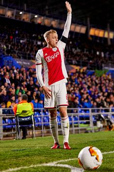 straight outta bavaria — dutchfootyhqs: Donny van de Beek Getafe CF v AFC. Best Football Players, Soccer Players, Bavaria, Van, Sports, Beautiful, Soccer, Football Players, Hs Sports